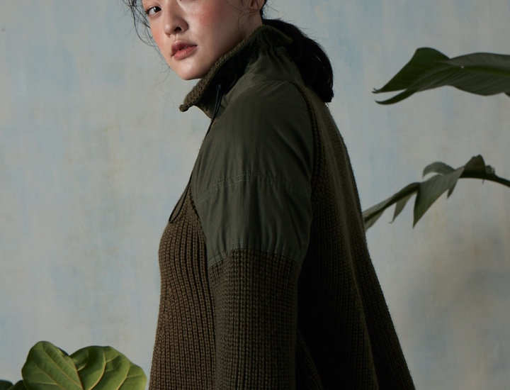 Fabric combined turtle neck sweater