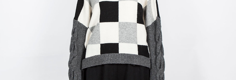W62 | Long Sleeve Checkerboard Turtleneck Pullover