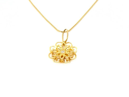 Pingente Flor Trabalhado em Ouro Amarelo com Brilhantes Fattini
