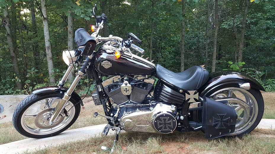 Iron cross bags for Harley-Davidson Rocker C
