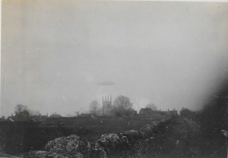 R101 over Collyweston_edited.jpg