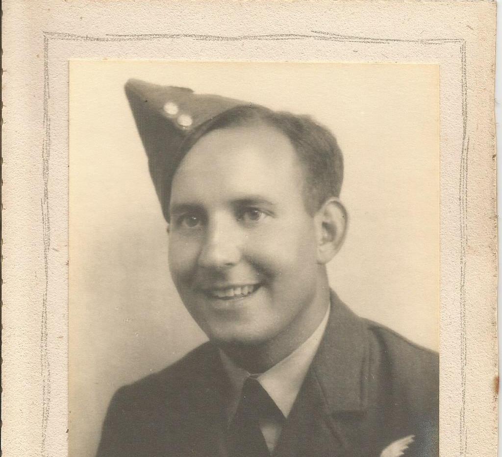 Gordon Barnes in RAF Uniform.jpg