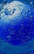 blauem-hintergrund-mit-wasser.jpg