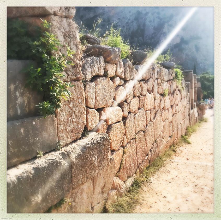 Delphi Ray of Light