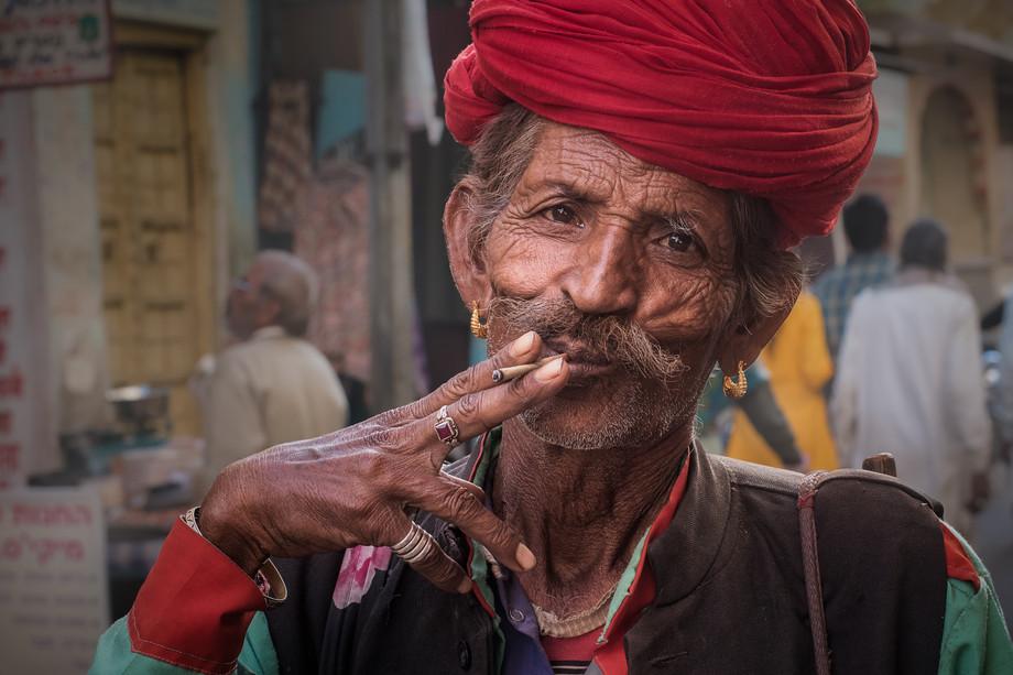 A man in Pushkar-MAR_5588
