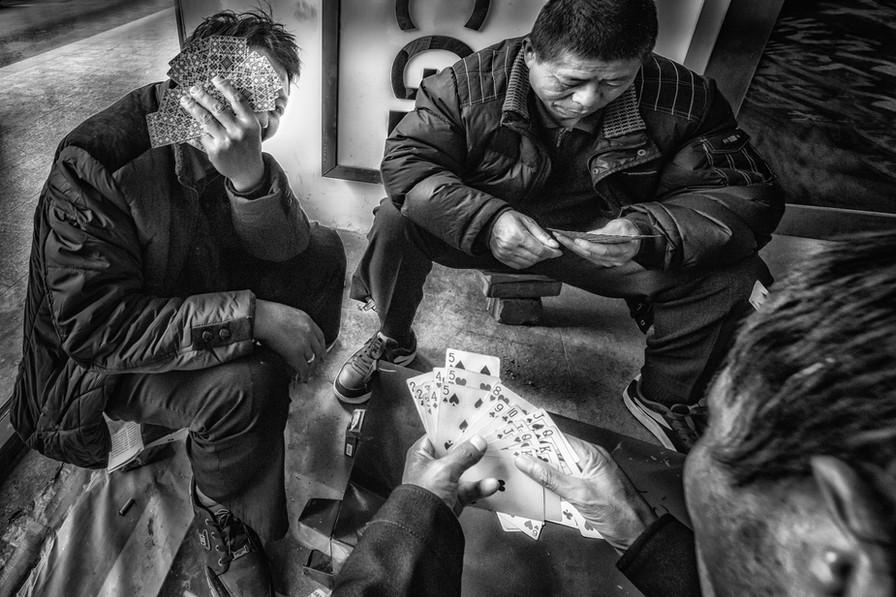 Tuk Tuk drivers playing cards-DSC_6658