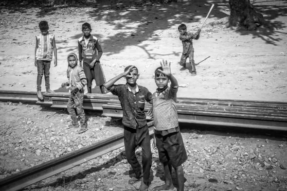 Kids playing cricket-MAR_7699