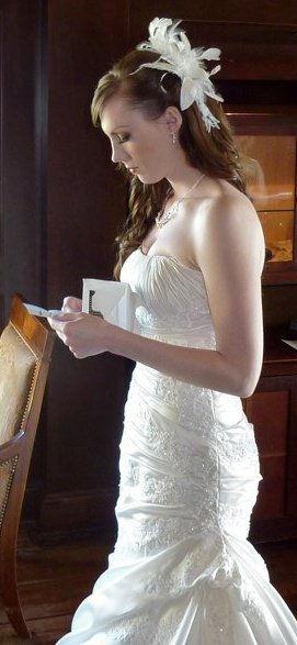 Bride reading groom's message