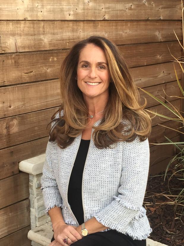 Lisa Deegan, Community Builder