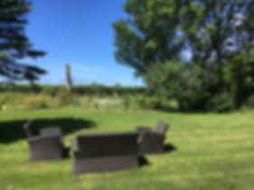 relaxing garden inhägnad trädgård