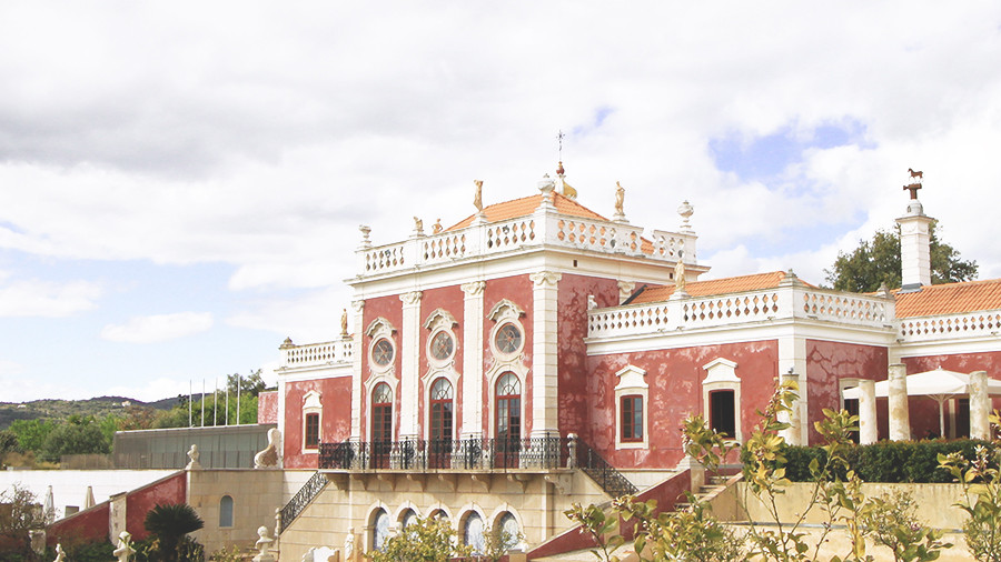 The pink Estoi Palace - a hidden gem in the Algarve
