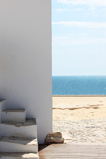A travel photo with whitewashed building and blue ocean