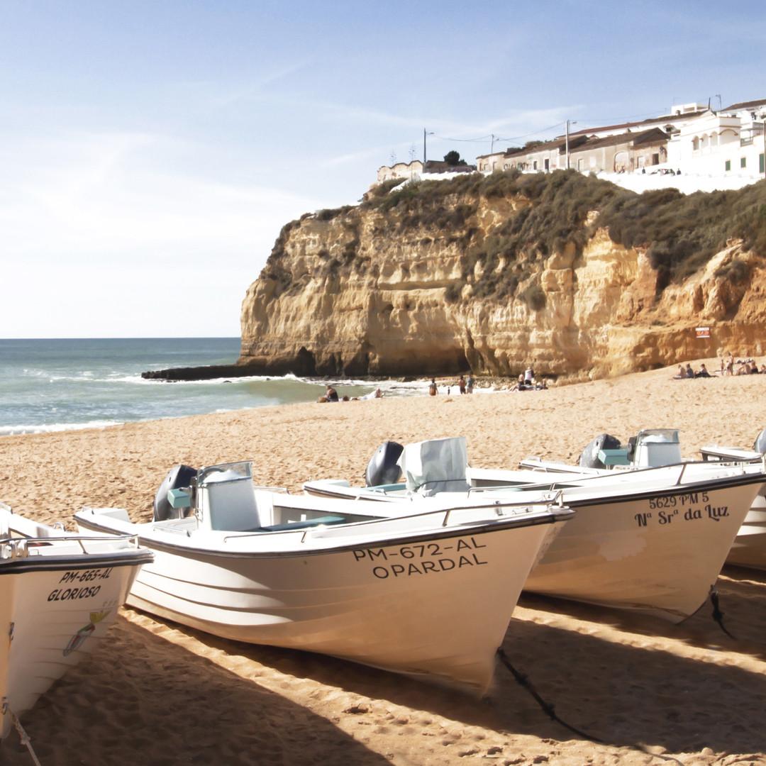 praia-carvoeiro-petit-hem-travel-guide-t