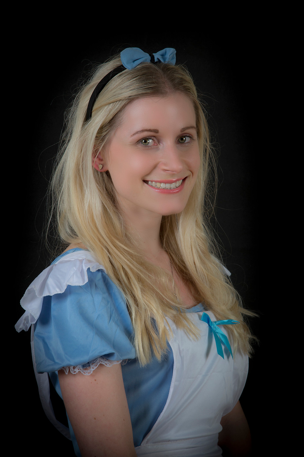 Anna Johnson as Alice