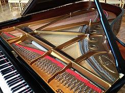 Steinway_grand_piano_interior.JPG