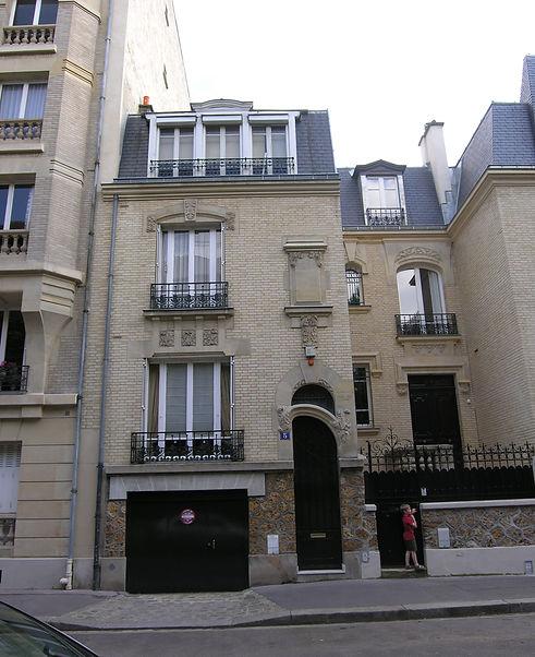 a facade.jpg