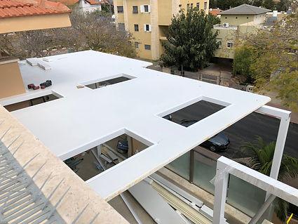 גג מבודד מאלומיניום על חלונות אור