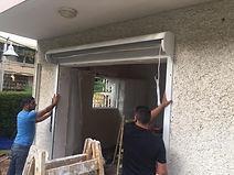 התקנה של מסגרת התריס לפתח הכניסה