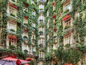 Hôtel Plaza Athénée, Paris - Werner Kuchler passes the baton at Le Relais