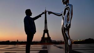 """French artist Nicolas Dobkine unveils """"Demiurge"""" sculpture"""