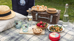Al fresco dining with French luxury food retailer Petrossian