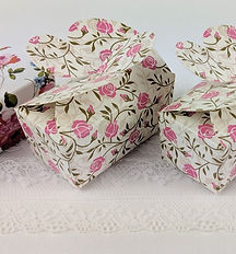 Ballotin boxes for chocolates with a rose pattern and a butterfly lid