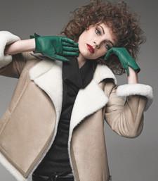 green gloves-curly hair.jpeg