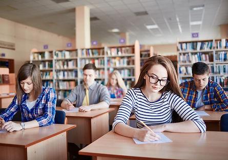 Studenci zdawania egzaminów