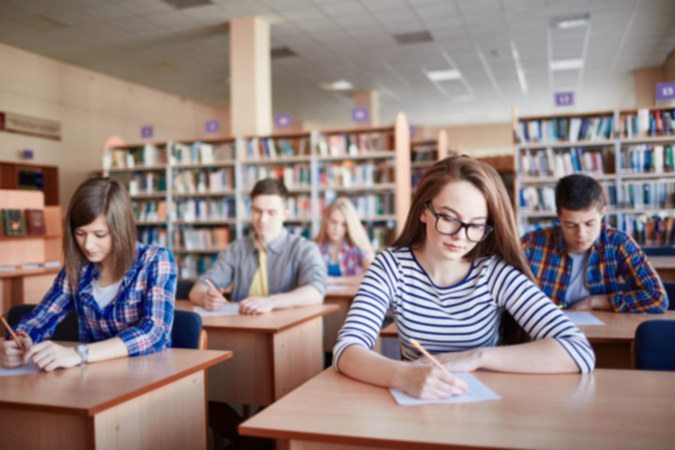 Os alunos que participam Exames