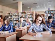 Studenter som tar eksamener