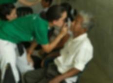 Dr. Pulsfus examns a patient in Ecuador