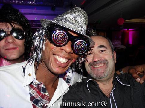 BIG DISCO PARTY Folie, Super Déco & « Good Vibrations » ! Un « Vendredi 13 » qui porte Bonheur !