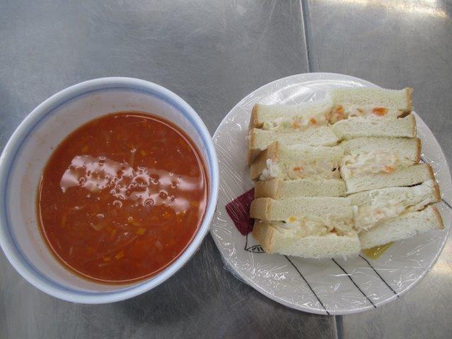 ポテトサンド&トマト味スープ