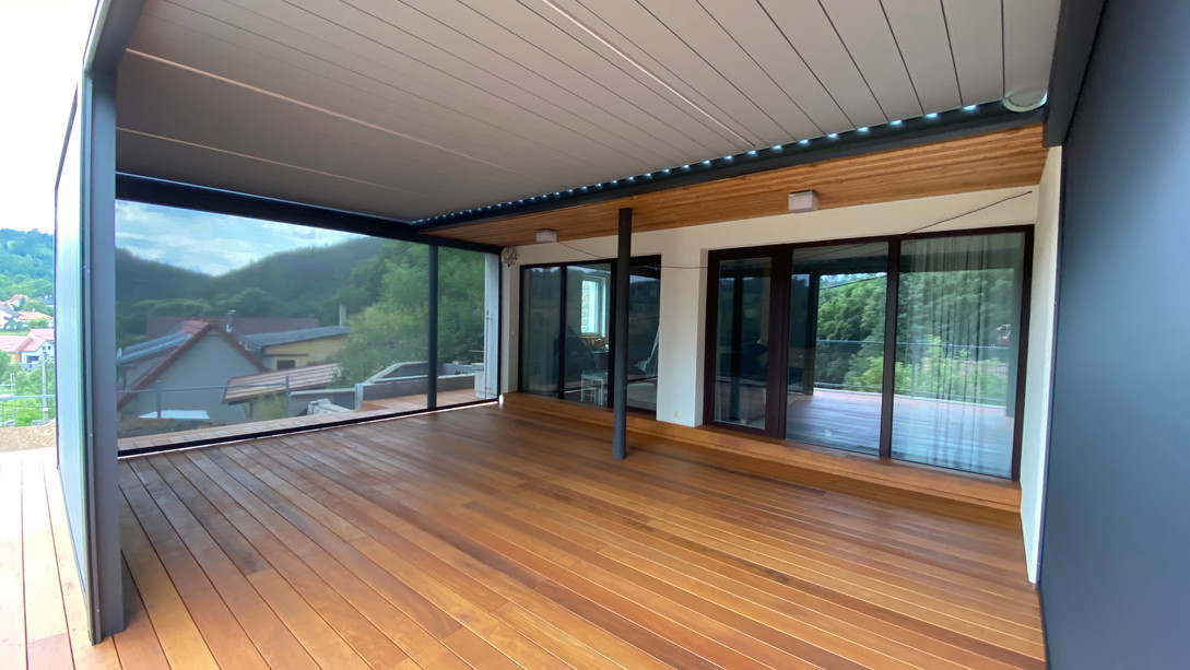 Screen ZIP v pergole pohled z interiéru