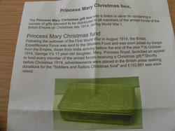 Christmas Tin B (3)