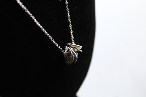 Textured Loose Disc Necklace