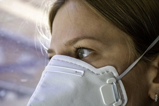 woman-wearing-an-fffp3-face-mask_istock_