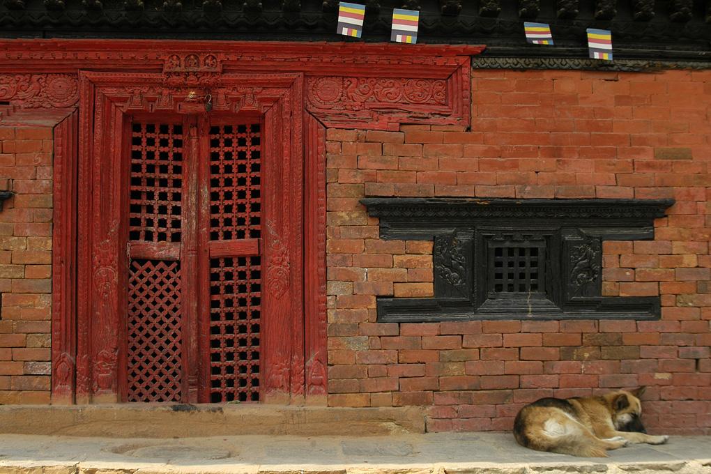 3-Gardien porte rouge.jpg