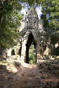 ©_Angkor_West_Gate.jpg