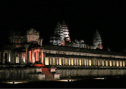 ©_Angkor_Wat_by_night.jpg