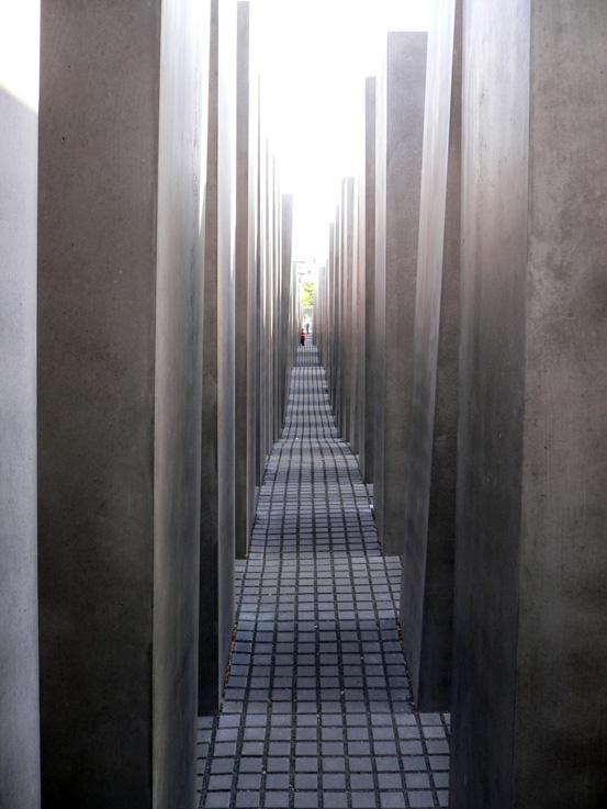 B05-Memorial Holocauste02.jpg