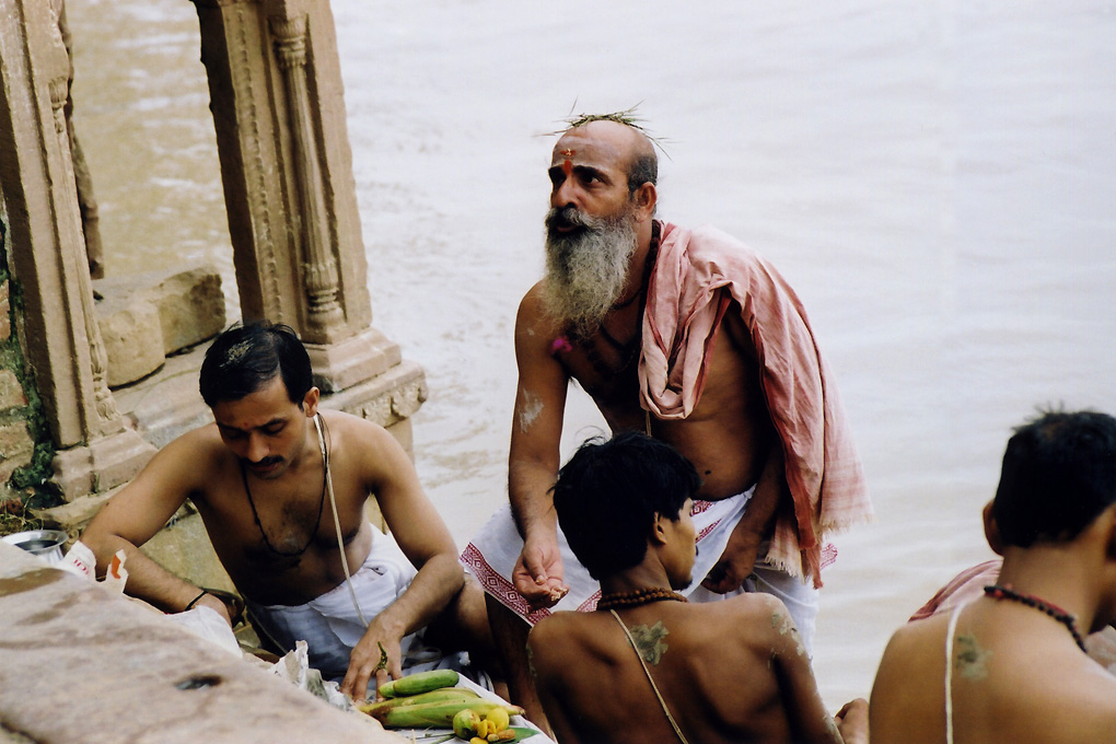 India-Varanasi-Prayers in Gange river-010.jpg