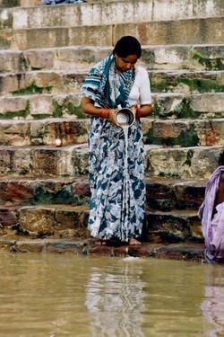 India-Varanasi-Woman offering-01.jpg