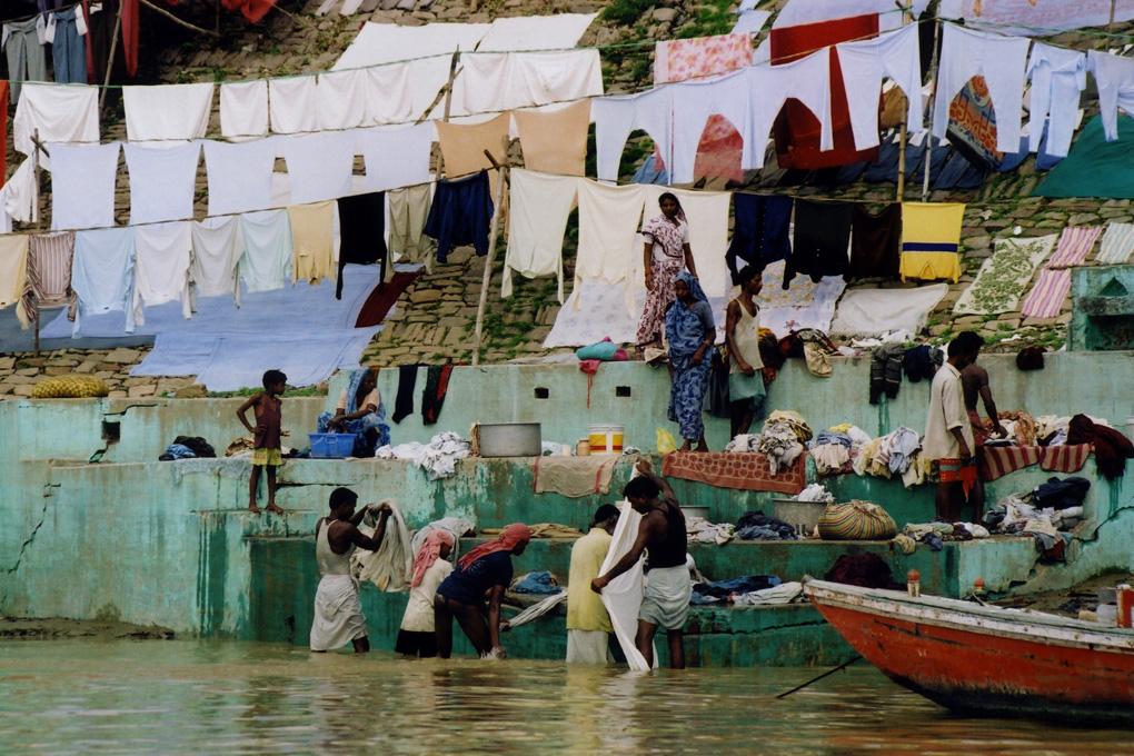 India-Varanasi-Washers-01.jpg