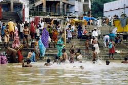 India-Varanasi-Morning bath-01.jpg