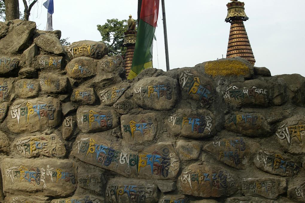 19-Mantras sur pierres.jpg