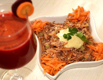 extracteur de jus, betterave, salade carottes choux roge sésame