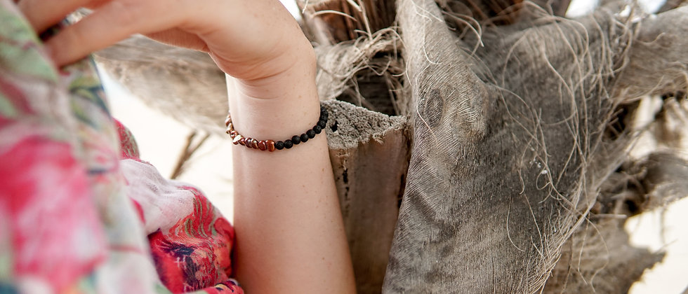 Women´s Bronz Colour River Pearls with Black Lava