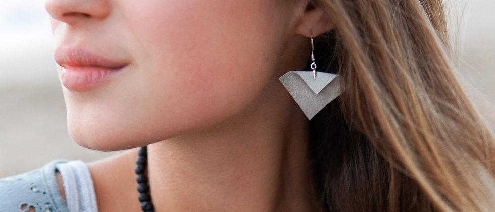 Ģeometrikskas formas, pārstrādātas ādas auskari