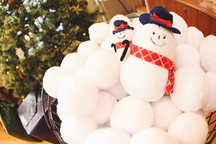 雪だるまと雪合戦